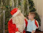 Полицейские Коркино примерили наряды Деда Мороза и Снегурочки: детишки рады