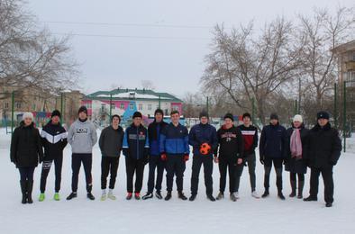 Полицейские Коркино встретились со студентами на футбольном поле